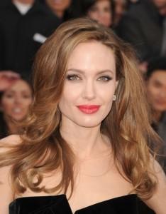 Angelina Jolie 2012 fata patrata