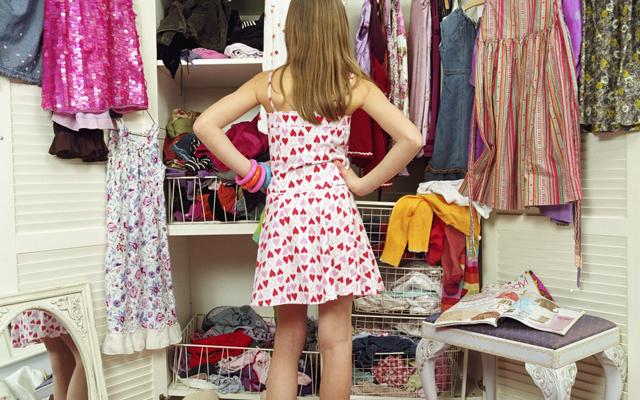 Cum sa ai o garderoba organizata in 3 pasi