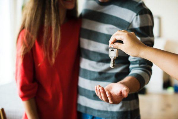 Achizitionarea unei case este, de cele mai multe ori, cel mai important pas investitional in viata unui om. O casa o cumperi, fara indoiala, pe un termen lung, poate chiar pentru toata viata.